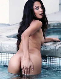 Raquel pomplun aquatic enticement
